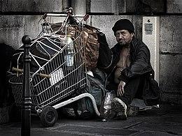 260px-HomelessParis_7032101.jpg