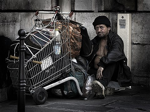 HomelessParis 7032101.jpg
