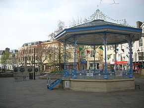 Horsham bandstand april 2009.JPG