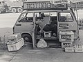 Hot dog van without customers in street of Shinjuku, circa late-1970s or early-1980s (by Jun Shiraishi @Photozou 218980731).jpg