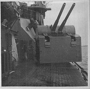 Finnish coastal defence ship Ilmarinen - 105 mm guns of a Väinämöinen-class coastal defence ship