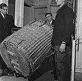 Inpakken van de instrumenten van het Concertgebouworkest, Bestanddeelnr 901-4516.jpg
