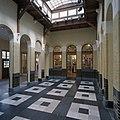 Interieur, passage ( voormalige hal met loketten ), richting linker zijgevel, voormalig postkantoor - Bergen op Zoom - 20344653 - RCE.jpg
