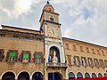 Italie, Modène, Piazza Grande, Palazzo Communale, Torre Mozza (50245484751).jpg
