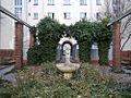 Josef-Scheu-Hof Brunnen v2.JPG