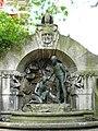 Jugendstilbrunnen mit DDR-Figuren - panoramio.jpg