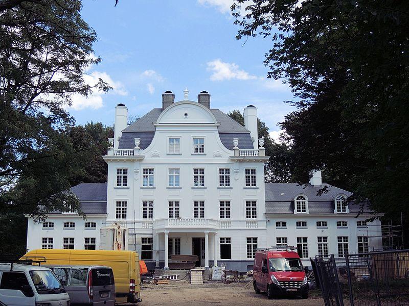 Kasteel Mijl Eke in 2014, het gebouw is gezet, nu is men bezig met de binnen afwerking van het gereconstrueerde gebouw