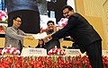 Kiren Rijiju felicitating the winner of the slogan competition at the Valedictory Session of the second meeting of National Platform for Disaster Risk Reduction (NPDRR), in New Delhi.jpg