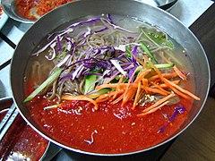 Korean.noodles-Mulmakguksu-01.jpg