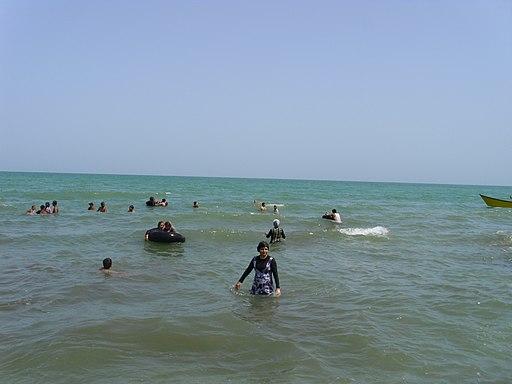 Koupání v Kaspickém moři u Čalusu (Írán) 001