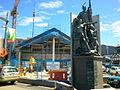 Kupe statue and Te Wharewaka o Poneke (5269816512).jpg