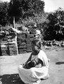 Kvinna med barn. Bolivia. Sydamerika - SMVK - 004918.tif