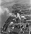 Légifotó a Csepel Vas- és Fémművekről, előtérben a Csepeli Erőmű. Fortepan 18266.jpg