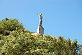 La statue de St Michel vu du sentier.JPG