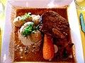 Le Cercle Républicain Jonquières Gigot d'agneau pascal de 7 heures, pommes de terre grenaille à la crème d'ail et carotte entièr.JPG
