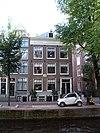 foto van Hoekhuis waarvan de voorgevel wordt afgesloten door een rechte lijst