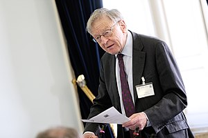Alf Dubs, Baron Dubs - Image: Lord Dubs at the Houses of the Oireachtas 2015