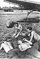 Lotnicy niemieccy podczas odpoczynku (2-82).jpg