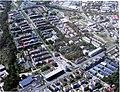 Luftbild von Freiburg-Vauban auf der Infotafel, rechts unten die Merzhauser Straße mit der Solarsiedlung.jpg