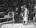 Luitenant-Generaal Sir Neil Methuen Ritchie aanwezig bij de onthulling van een , Bestanddeelnr 901-9282.jpg