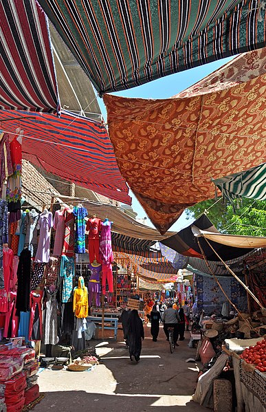 Luxor (Egypt): the souq (open-air market) - Marc Ryckaert - CC by sa 3.0