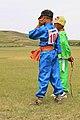 Młodzi jeźdźcy na lokalnym festiwalu Naadam w Karakorum (01).jpg
