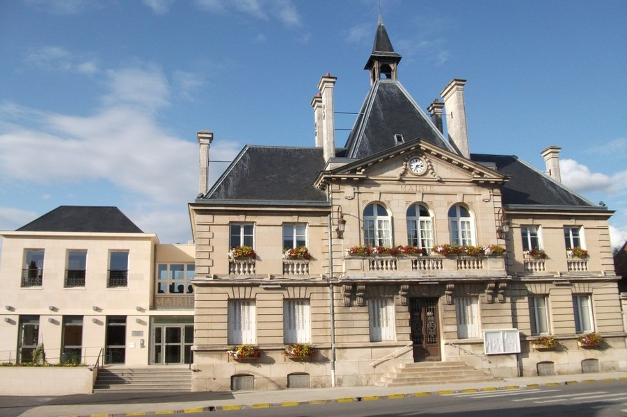 Vue de la façade de l'hôtel de ville de Cormontreuil