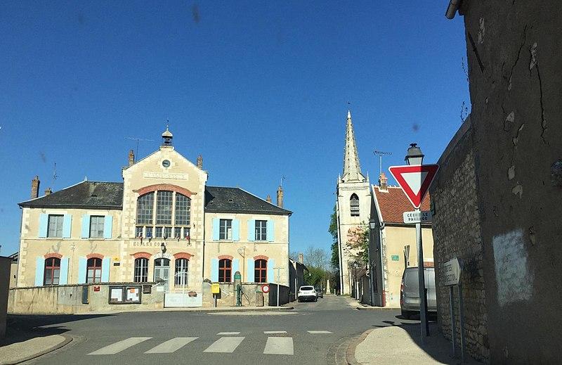 Mairie et église de Surgy