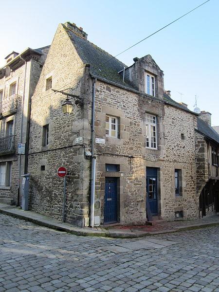 File:Maison historique de Dinan - 7 rue du Coignet.JPG Исторические памятники Динана, достопримечательности Динана, фотографии Динана