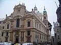 Malostranské náměstí, kostel svatého Mikuláše od jihozápadu.jpg