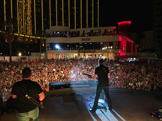 Chris Young (musician) - Mandalay Bay Beach Concert in 2015