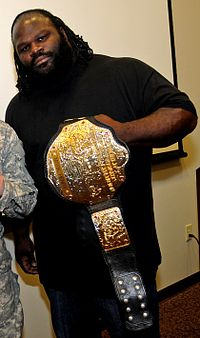 Mark Henry mit dem World Heavyweight Championship Gürtel