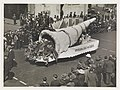Massed floats, c. 1930s, by Sam hood (8588478936) (2).jpg