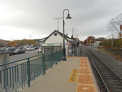How to get to Mastic-Shirley with public transit - About the place