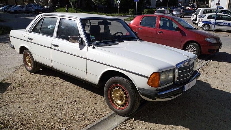 800px-Mercedes-Benz_240D_%28W123%29_F.jpg