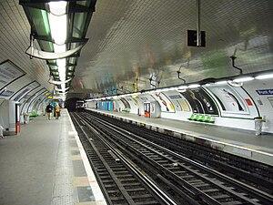 Pont de Neuilly (Paris Métro) - Image: Metro Paris Ligne 1 Pont de Neuilly (3)