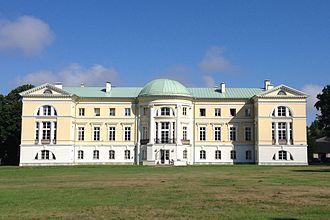 Mežotne Palace - Mežotne Palace seen from the park (2014)