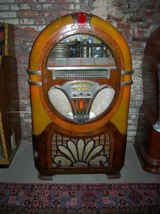 Midcentury 24-disc Wurlitzer jukebox 02.jpg