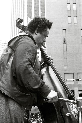 Ernst Heinrich Roth - American jazz bassist Charles Mingus playing his 1927 Roth bass (1976)