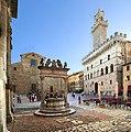 Montepulciano, piazza grande 02.jpg