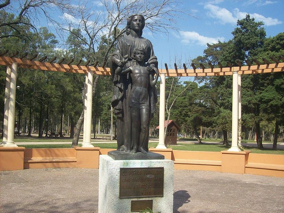 Monumento a la madre en Flores