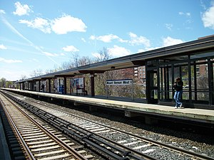 Mount Vernon West (Metro-North station) - The two center tracks at Mount Vernon West station looking south