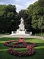 Mozart monument Vienna June 2006 623.jpg