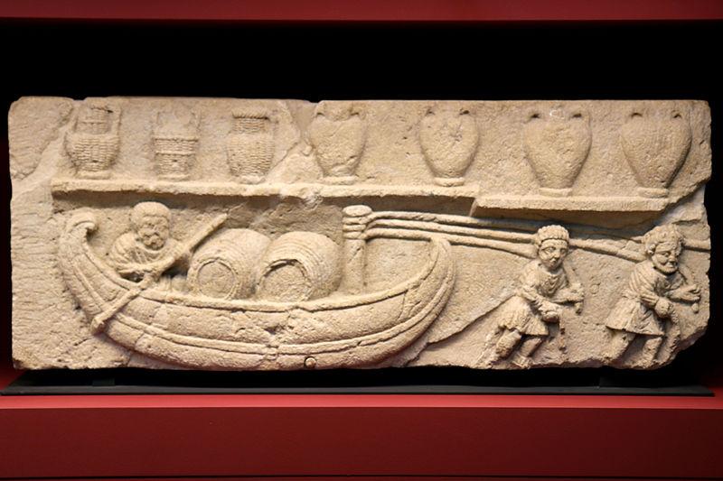 File:Musée lapidaire Avignon-Scène de halage.jpg