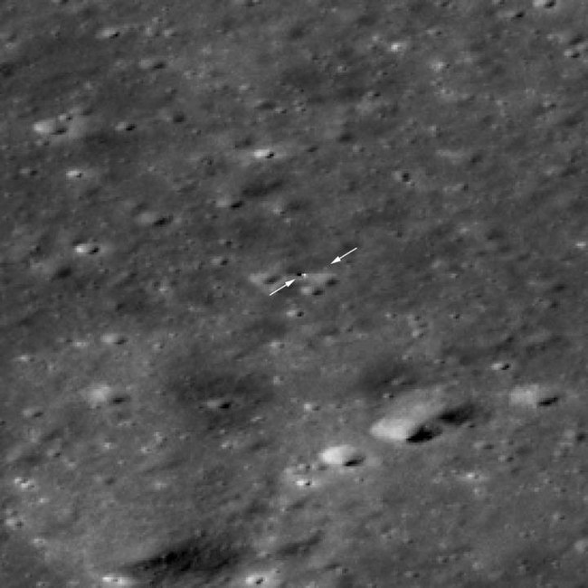 Chang'e 4 - Lander (left arrow) and Rover (right arrow) on the Moon surface (8 February 2019). NASA-Chang'e4-Lander&Rover-OnMoonSurface-20190208.jpg