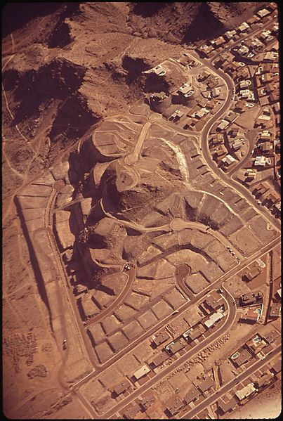 File:NEW HOUSING AT THE FOOT OF SQUAW PEAK IN THE NORTH MOUNTAINS - NARA - 546765.jpg