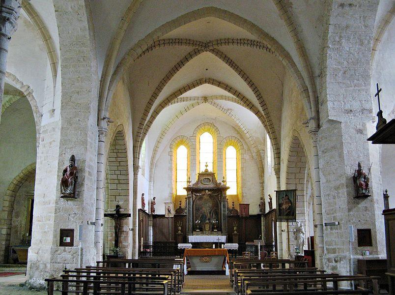Nailly: intérieur de la nef de l'église Saint-Pierre