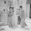 Nazareth Timmerlui bezig met het maken van een trap Hert beroep van timmerman , Bestanddeelnr 255-3231.jpg