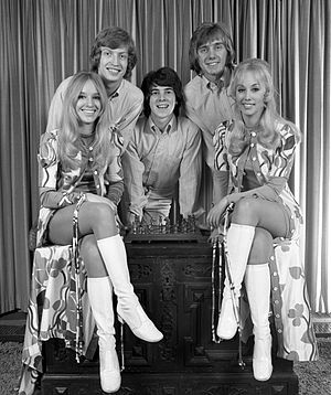 Nigel Lythgoe - Lythgoe in 1976, with dance group
