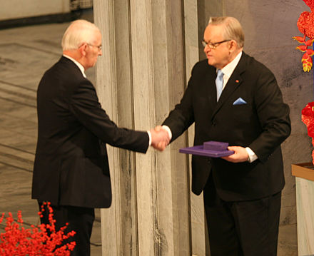 Martti Ahtisaari receiving the Nobel Peace Prize in 2008 Nobel Peace Prize 2008 Ole Danbolt Mjos & Martti Ahtisaari 1.jpg